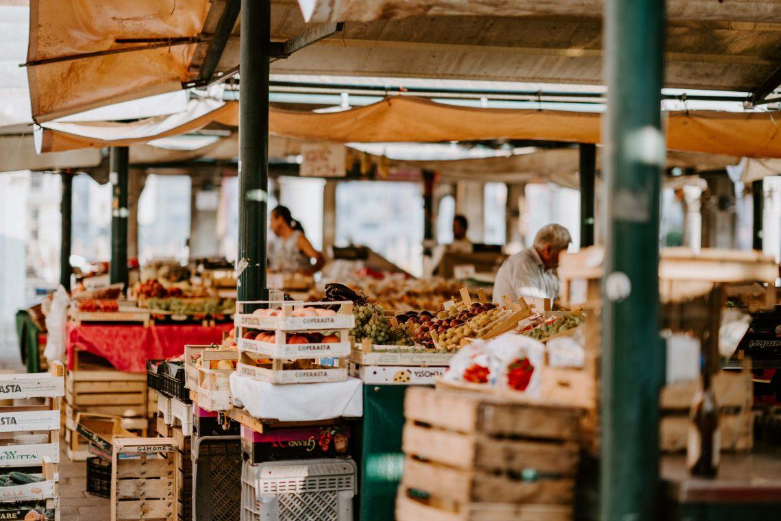 Cosa fare sull'isola di Maui visitare il mercato Swap Meet Hawaii isole vacanza mare Google meteo attività esperienza